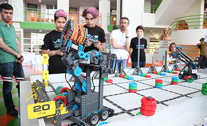VEX ROBOTICS OFF-SEASONS TURNUVASI NDA ÖĞRENCİLERİMİZE 2 ÖDÜL BİRDEN!